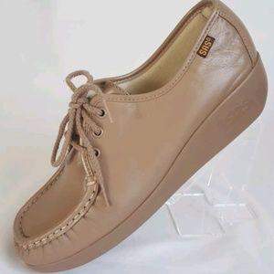 SAS women's Sz 8.5M Tan Siesta shoes